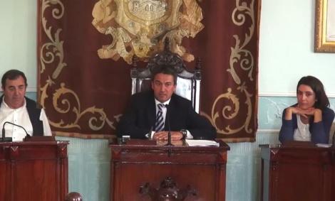 El alcalde de Castro Urdiales sigue abusando de su posición en losplenos